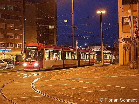 Nächtliche Impressionen vom Nürnberger Plärrer: Wagen 1126 ist als Linie 6 Richtung Doku-Zentrum unterwegs.