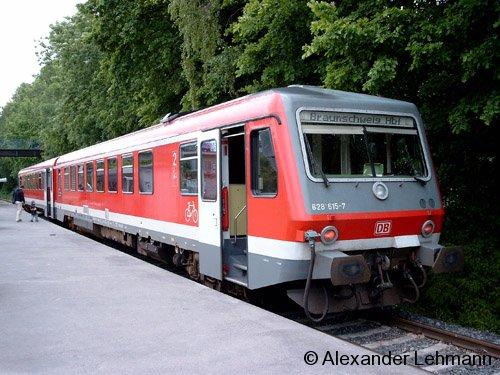 VT 628.4/928.4 615 der DB in Salzgitter-Lebenstedt, Endbahnhof der KBS 352, im Mai 2004.