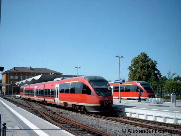 Zwei TALENT-Triebzüge am 28.7.2004 in Pirmasens Hbf. (Rheinland-Pfalz).