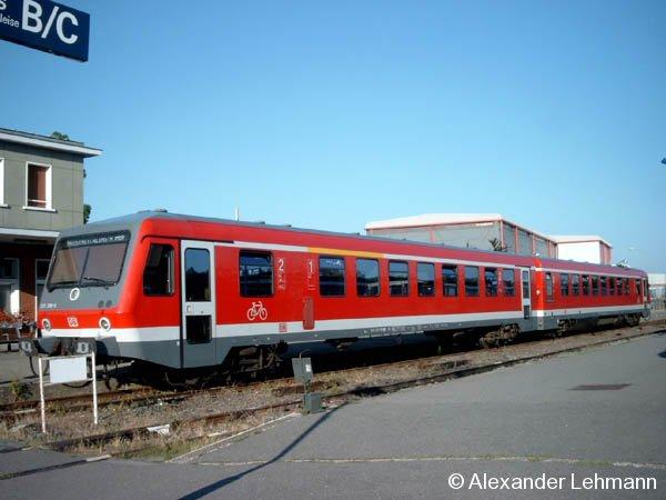 Ein VT 628.2 steht am 28.7.2004 im französischen Grenzbahnhof Wissembourg zur Rückfahrt nach Neustadt (Weinstr.) Hbf. bereit.