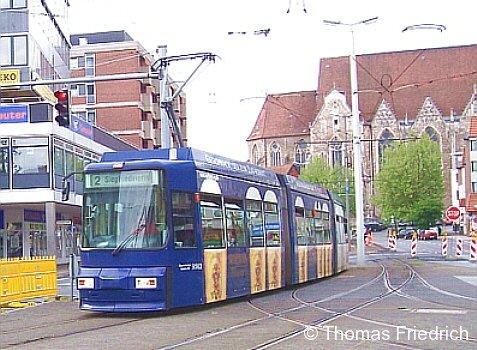 Unser Bild der Woche zeigt eine Straßenbahn in Braunschweig-Rathaus am 21.05.2005.