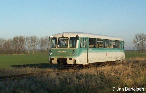 Kleinbahn-Romantik am 16.02.2002 an der Bahnstrecke Stassfurt-Egeln