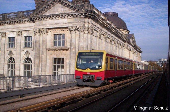 481er auf der Berliner Stadtbahn auf der Museumsinsel.