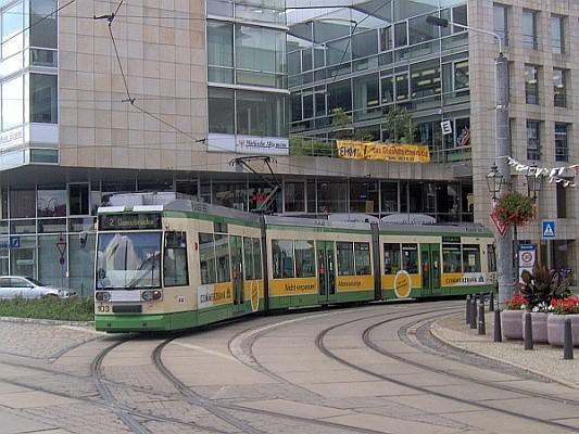 Der MGT6D der Brandenburger Straßenbahn am Markt der Stadt.