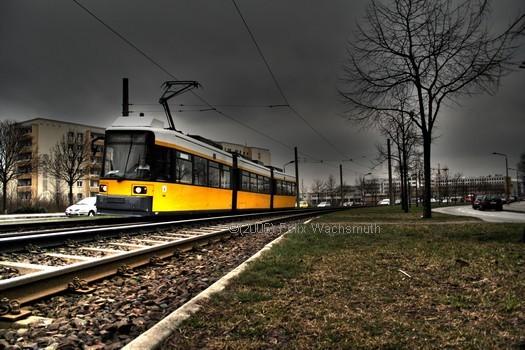 GT6N 1067 legt sich vom U Helllersdorf kommend in die Kurve richtung Nossener Straße