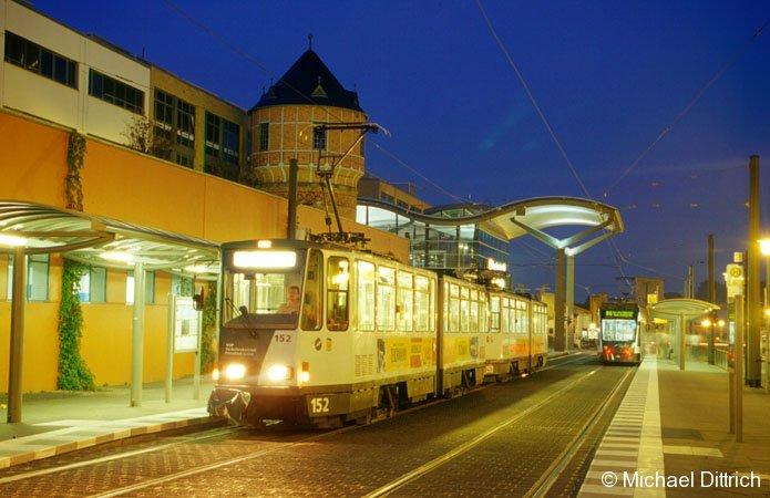 Am 10. August 2002 steht der 152 und 252  Hauptbahnhof von Potsdam und wartet auf seine Fahrgäste.