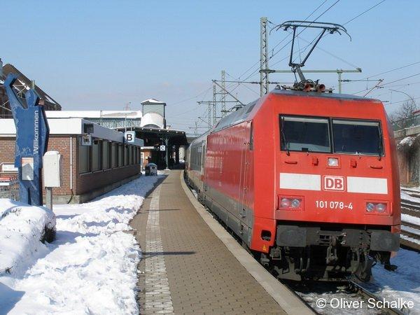 Baureihe 101 078-4 im Bahnhof Hamburg-Harburg aufgenommen am 13.3.2006 um 13:31 in einer wunderschönen Schneelandschaft
