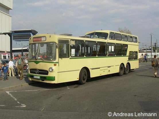 Ein historischer Bus verkehrt zum