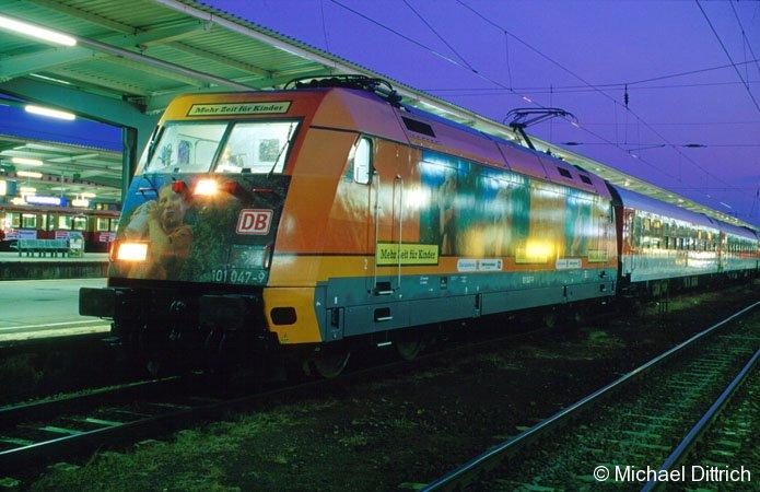 101 047 am Nachtzug in Berlin-Lichtenberg.