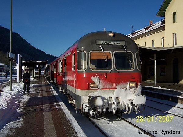 RE 32650 Lindau-Memmingen wartet am 28.01.2007 in Immenstadt (Allgäu) auf Anschlußreisende aus Richtung Oberstdorf!