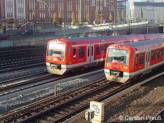 Zwei 474-Züge südlich HH-Hauptbahnhof - das doppelte