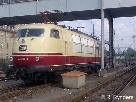 103 235 wartet in Berlin-Rummelsburg auf ihren nächsten Einsatz als TEE Berlin Ostbf. - Köln Hbf !