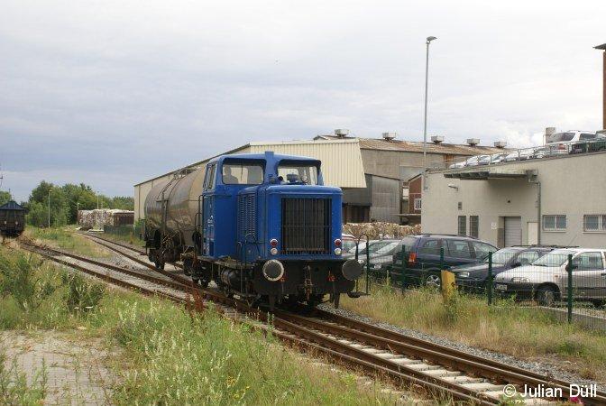 Lok 1 der CFL Cargo steht, nachdem  sie 6 Schiebewandwagen  von Uetersen nach Tornesch gebracht hatte, am 9.7.2007 in Tornesch mit einem Kesselwagen zur Abfahrt nach Uetersen bereit.