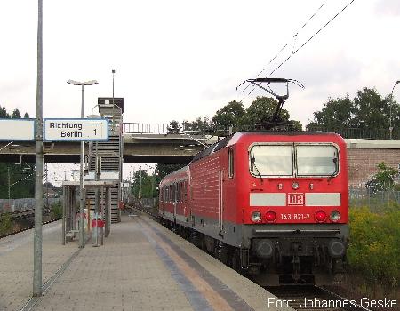 Abgebildet ist eine Regionalbahn der Linie RB13 im Bahnhof Berlin-Staaken. Das Bild entstand am 10.08.2007.