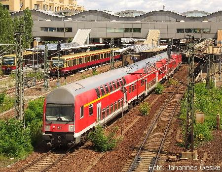 Hier verlässt ein Zug der Linie RB21 den Potsdamer Hbf in Richtung Golm. Das Aufnahmedatrum ist der 10.07.2007.