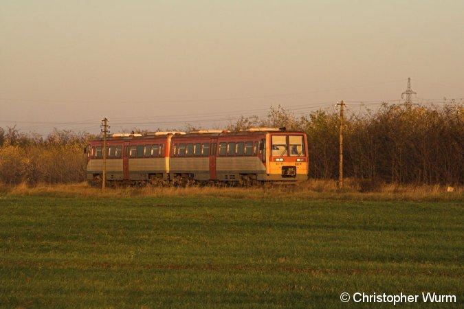6341 032 als Személy nach Kiskunfélegyháza in der Nähe von Borsihalom. Die Strecke 146 der MÁV stand im November 2007 auf der Stilllegungsliste, wird aber weiterhin befahren.