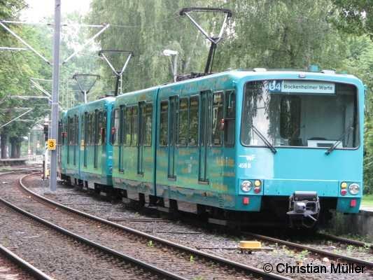 Drei-Wagen Zug der Baureihe U3 auf dem Wendegleis östlich der Station
