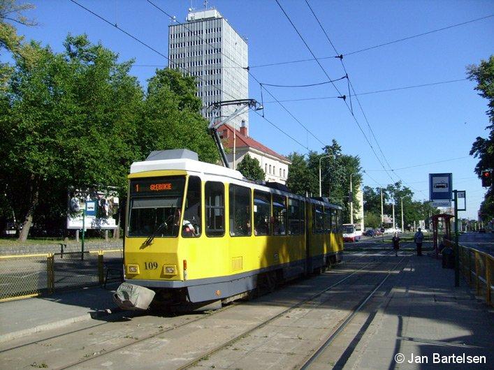 Das Bild zeigt einen ehemaligen Berliner Straßenbahn-Wagen im Einsatz in Szczecin (Stettin) in Polen am 31. Juli 2008.