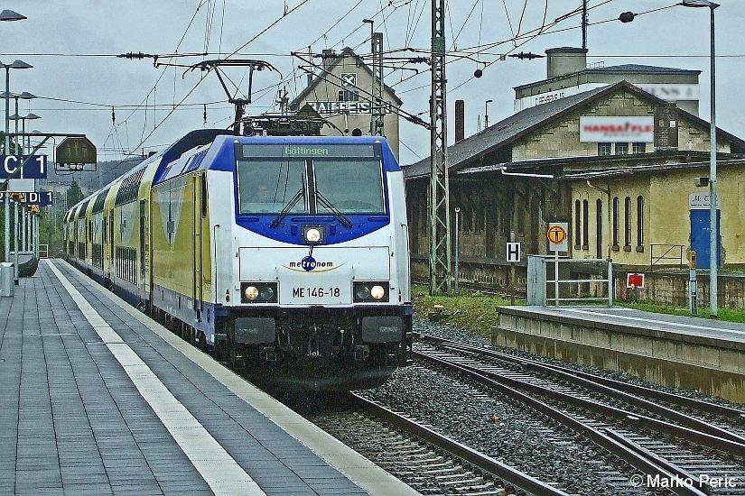 Hier im Foto schön zu sehen, der Metronom Richtung Göttingen bei der Einfahrt in den Bahnhof Alfeld im Leinetal