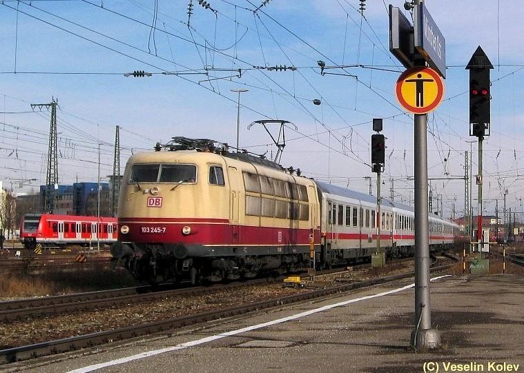 Mit D1280 am Haken passiert 103 245 am 26.01.2008 den Münchner Ostbahnhof. Diese Einsätze sind bereits Geschichte: Im Frühjahr 2009 wird die Lok im ICE-Ersatzverkehr zwischen München und Nürnberg gebraucht.