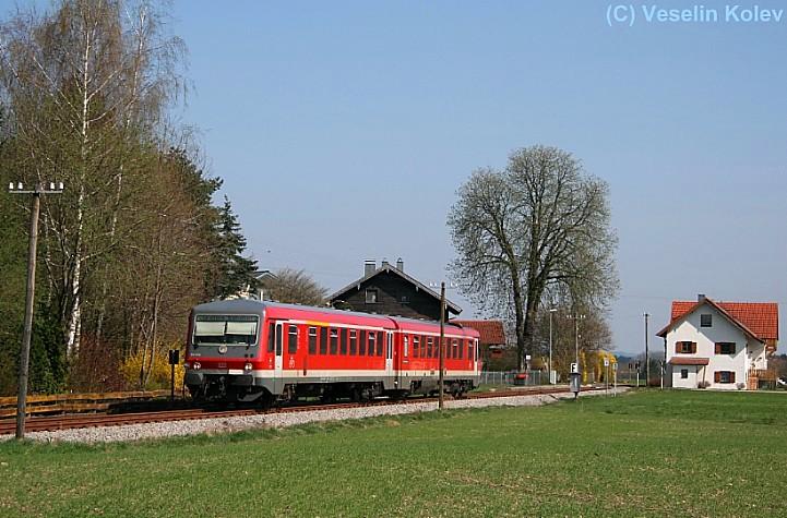 Brandstätt ist ein Haltepunkt an der idyllischen Nebenstrecke Grafing Bf - Wasserburg (Inn) Bf. Am 10.04.2009 verlässt 628 576 den Ort in Richtung Grafing.