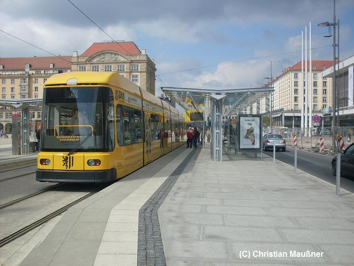 Dresden Altmarkt am 18.04.2009  Ein Spiel aus Sonne und Wolken.