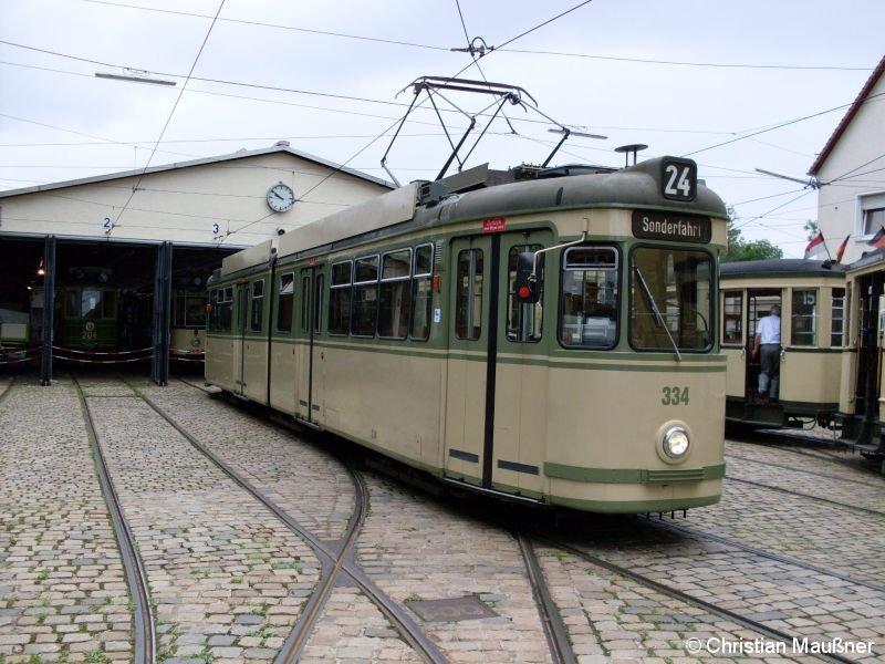 Straßenbahnwagen 334 gehört zwar noch zur etwas jüngeren Garde des Straßenbahndepot St.Peter, jedoch wird er trotzdem eher als Reserve für Museumsfahrten genutzt. Hier stand er am 03.08.2008 gerade im Straßenbahndepot St.Peter in Nürnberg.