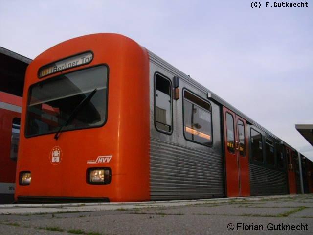 Dieses Bild zeigt ein DT.2 im Barmbek grad bei der Abfahrt Richtung Berliner Tor