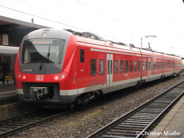 Vierteiliger Elektrotriebzug der Baureihe 440 am Hauptbahnhof in Augsburg. Die zu sehende Garnitur ist am Nachmittag des 25.10.2009 von dort als Regionalbahn nach Donauwörth gefahren.