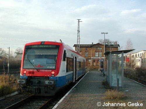 Neustadt/Dosse, am 02.Dezember 2006. Eine BR650 der Prignitzer Eisenbahn, wartet auf die Abfahrt nach Neuruppin (Rheinsberger Tor).  Der Wagen trägt die Nummer 07. Die Linie PE53 wurde zum Fahrplanwechsel im Dezember 2006 eingestellt.