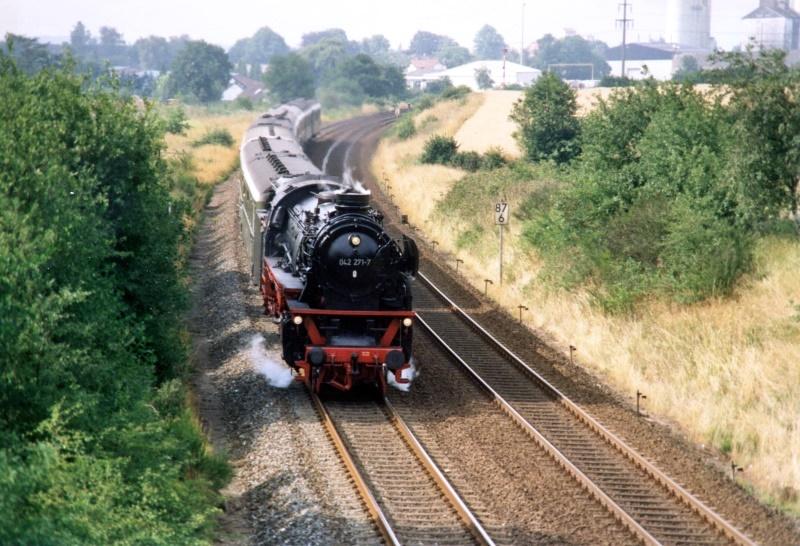 Bordesholm, Juni 1992, 042 271-7 der Rendsburger Eisenbahnfreunde mit einem Sonderzug Hamburg - Kiel zur Kieler Woche.