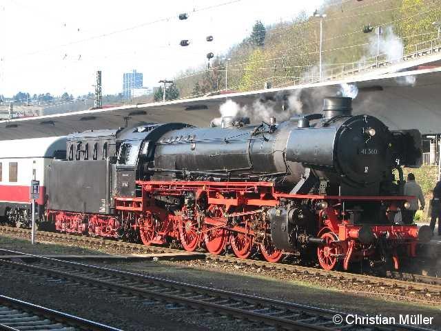 Am Ostermontag den 5.4.2010 ist die Mehrzwecklokomotive 41 360 morgens am Hauptbahnhof Koblenz an den TEE Rheingold gekuppelt worden um diesen Sonderzug nach Trier zu bewegen.