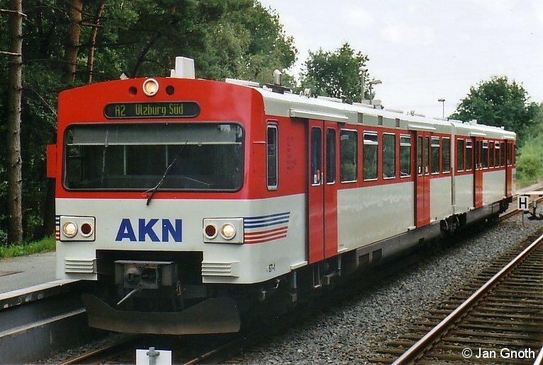 AKN VT2A 67 auf der Fahrt von Ulzburg-Süd nach Norderstedt-Mitte in Haslohfurth.