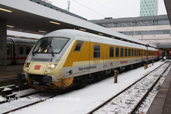 Steuerwagen eines Gleismesszuges am 12.02.2010 in Hamburg-Altona. Der zweite Wagen trägt die Aufschrift