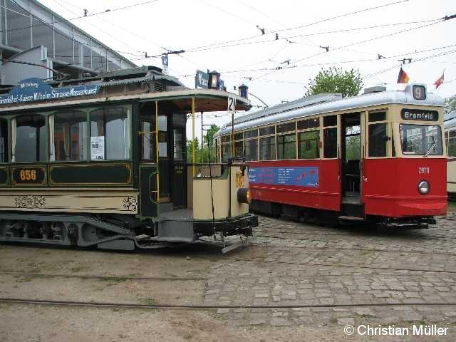 Zwei historische Straßenbahnen auf dem Museumsgelände nahe dem Schönberger Strand. Der rechte im Bild ist am 22.5.2010 für Rundfahretn genutzt worden.