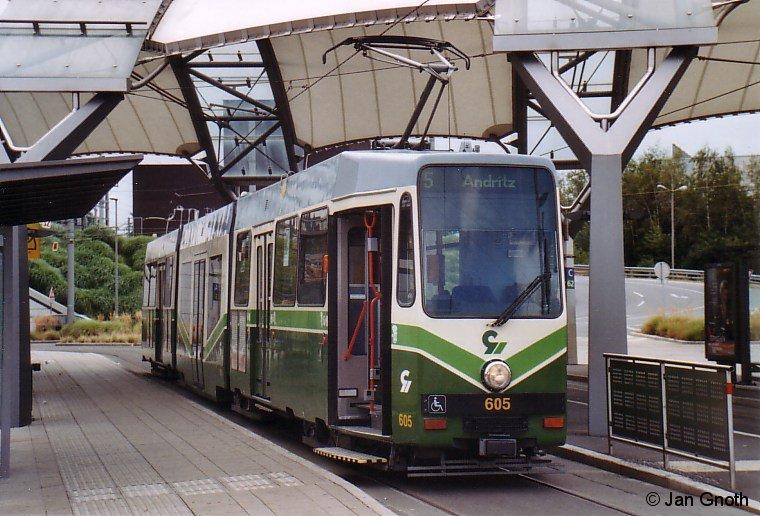 Wagen 605 der Grazer Verkehrsbetriebe am 25.07.2010 an der südlichen Endhaltestelle der Linie 5 in Puntigam.