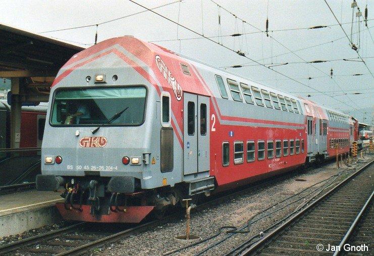 In den Hauptverkehrszeiten setzt die Graz-Köflacher-Eisenbahn neben den VT70 auch noch lokbespannte Doppelstockzüge als Verstärker ein, hier steht so ein Doppelstockzug in Graz Hauptbahnhof zur Abfahrt nach Köflach bereit.