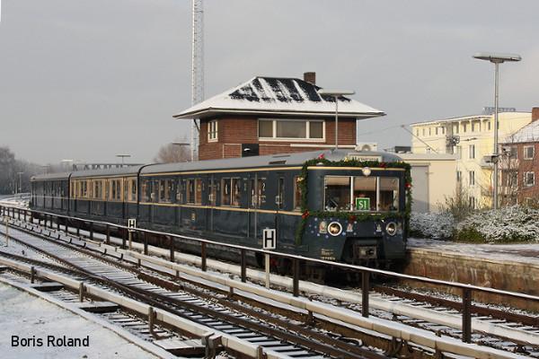 ET 171 082 des Historische S-Bahn Hamburg e. V. festlich geschmückt im Rahmen der alljährlichen Aktion