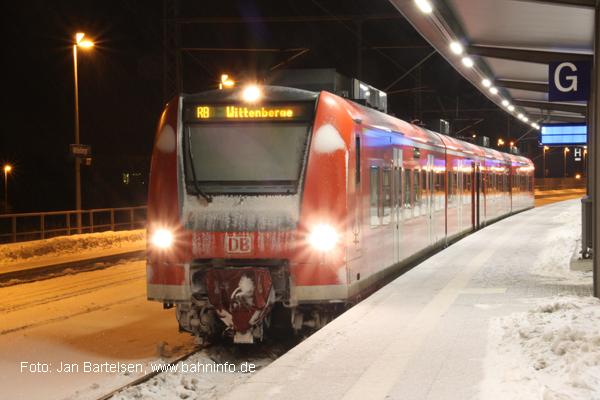 425 507-1 an einem Winterabend im Februar 2010 in Wittenberge.
