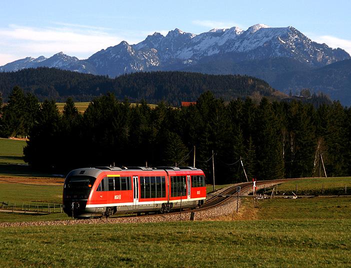 Am 16.01.2011 war 642 714 auf der König-Ludwig-Bahn nach Füssen unterwegs. Die Aufnahme entstand bei Weizern-Hopferau.
