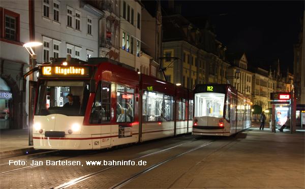 Nächtlicher Straßenbahnbetrieb am Anger in Erfurt am Abend des 29. Mai 2010.