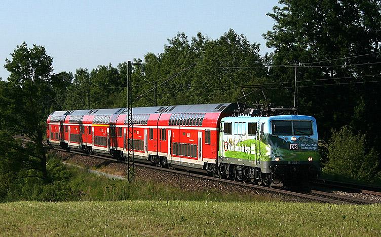 Im Sommer 2011 sind drei Werbe-111er durch Bayern unterwegs. Eine davon ist 111 039