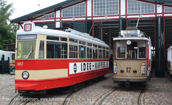 Wagen 3657 vom Typ V6E der Hamburger Straßenbahn fährt inzwischen im dänischen Straßenbahnmuseum Skjoldenæsholm, wo am 18.06.2011 dieses Foto im Rahmen eines Besuches von Teilen des BahnInfo-Teams entstanden ist.