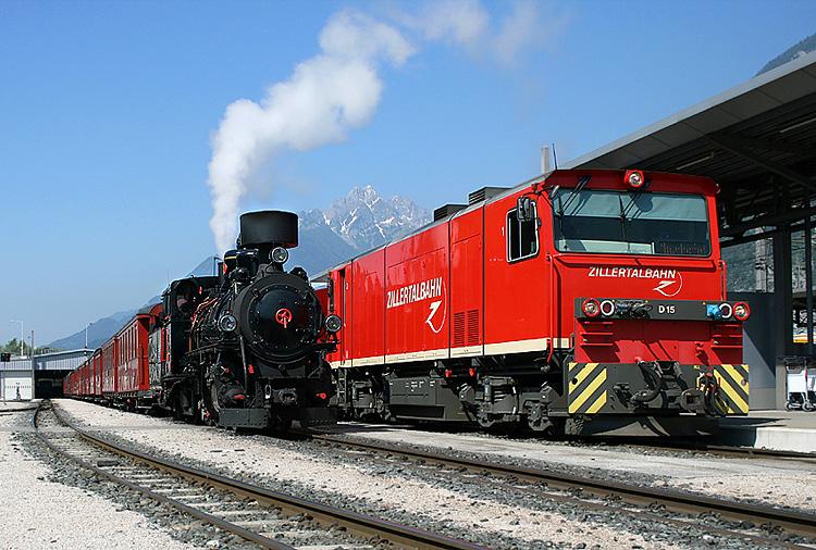 Nostalgie neben Gegenwart fotografierte ich bei der Zillertalbahn am 23.05.2009 im Bahnhof Jenbach.