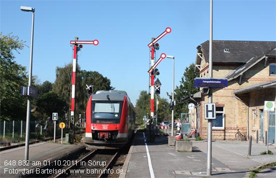 648 832 am 01.10.2011 in Sörup (KBS 146 Kiel - Flensburg). Weitere Aufnahmen der Strecke finden Sie im Nahverkehrsforum Schleswig-Holstein unter http://www.bahninfo-forum.de/read.php?27,334884,345375#msg-345375