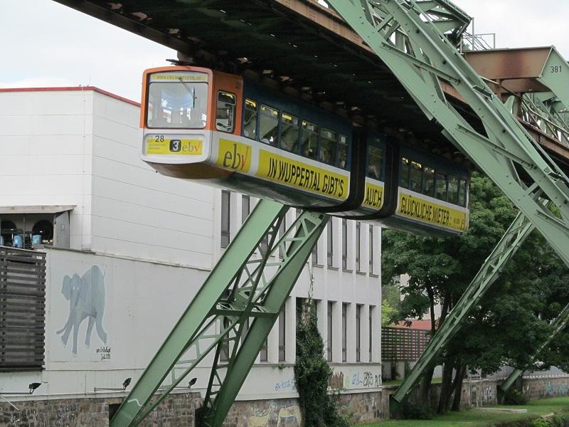 Die Wuppertaler Schwebebahn ist etwas ganz besonderes, aufgenommen am 01.09.12