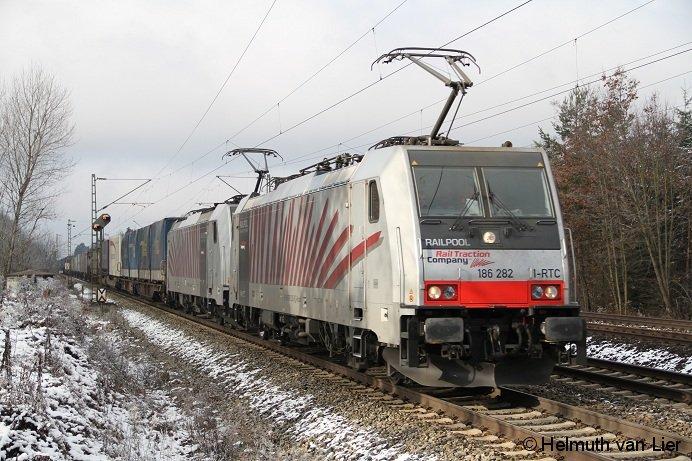 186 282+186 xxx mit KLV Zug auf der Fahrt von München Ost Richtung Brenner bei Vaterstetten.