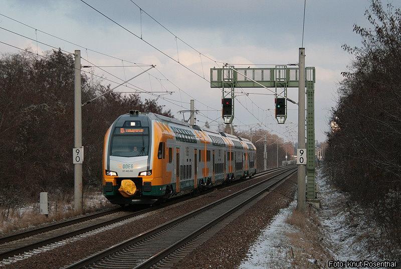 Die ersten KISS für Deutschland werden von der Ostdeutschen Eisenbahn (ODEG) eingesetzt. Mit einiger Verzögerung gelangte der erste Anfang Januar 2013 in den Regeleinsatz auf dem RE4 in Berlin-Brandenburg. Planmäßig sollten alle 16 Einheiten bereits im Dezember 2012 auf RE2 und RE4 eingesetzt werden.
