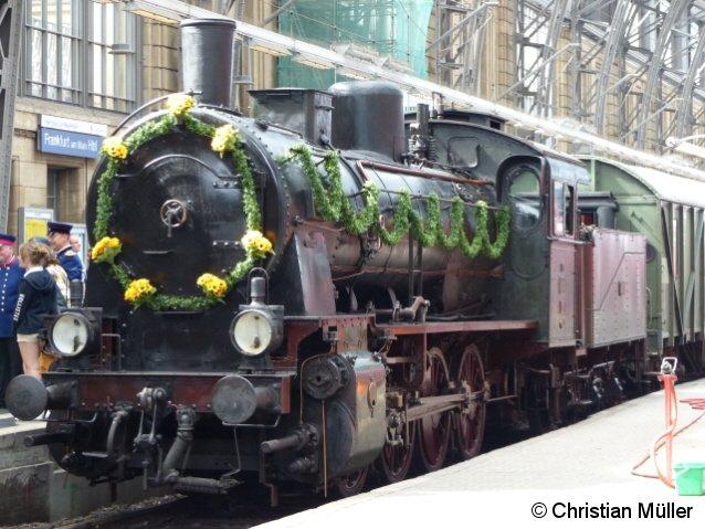 Anlässlich seines 125-jährigen Bestehens ist am 17.08.2013 die preußische G8 im Frankfurter Hauptbahnhof auf Gleis 1 zu Gast.