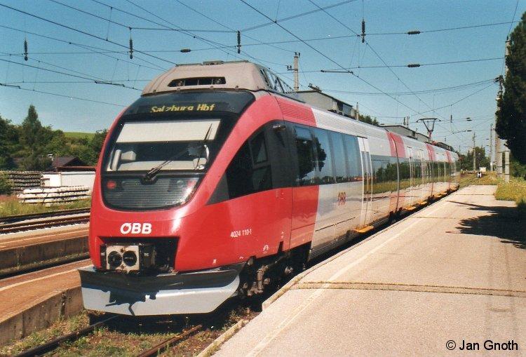 4024 110 ist am 16.07.2013 aus Salzburg in Straßwalchen angekommen und wird nach ca. 20-minütigen Aufenthalt nach Salzburg zurück fahren.